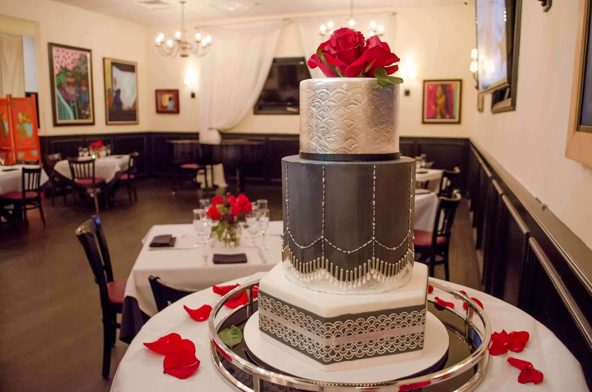 Weddin cake w room bkgrnd