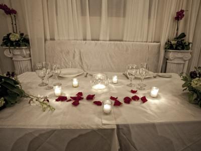 Dais table w rose petals
